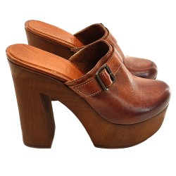 BROWN LEATHER HEEL CLOGS