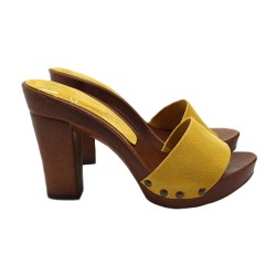YELLOW CLOGS IN SUEDE