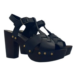 BLACK CLOGS IN LEATHER AND COMFY HEEL 9